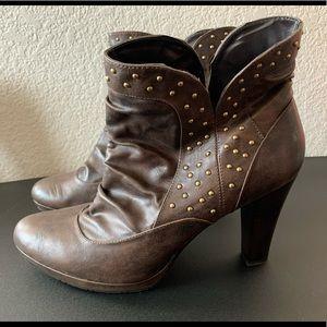 Cute short brown boots Cloudwalkers Avenue size 13